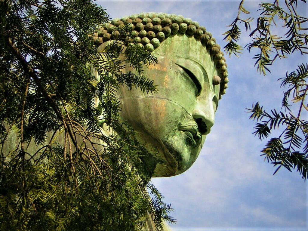 Daibutsu Statur: Kyūdō wird oft mit dem Zen-Buddhismus in Verbindung gebracht.